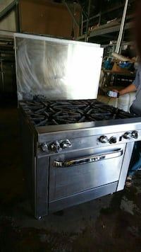 Commercial grade stove and oven with 5 burners. St. Catharines, L2M 3E4