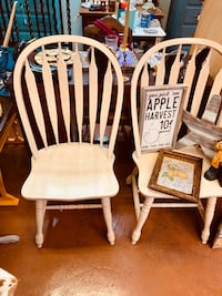Pair of solid wood sturdy Windsor style farmhouse chairs. Derwood, 20855
