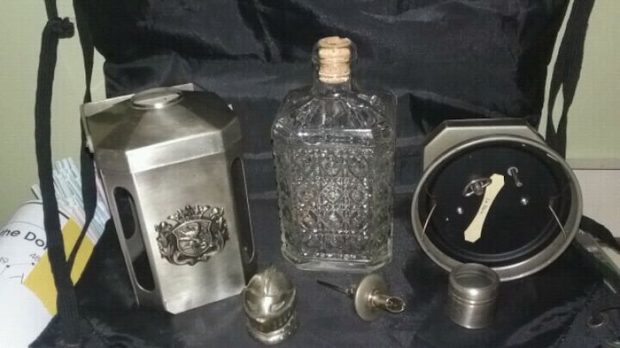 Vintage musical liquor decanter with knight theme very cool piece rare e173cd1c-90f0-42c8-95b7-b3f9da9d0da5