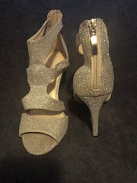 Size 10 gold strapped heels Hoover, 35226