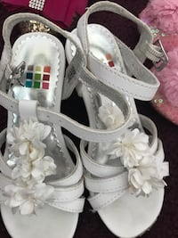 pair of white leather open-toe strappy heels West Bloomfield, 48322