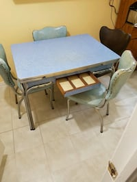 Retro vintage kitchen table and chairsfrom the 60s Hamilton, L8W 1M4