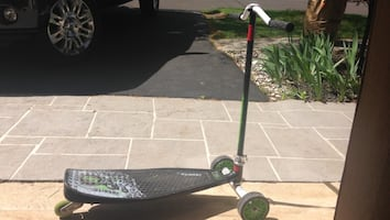 Black Slither scooter/drift scooter