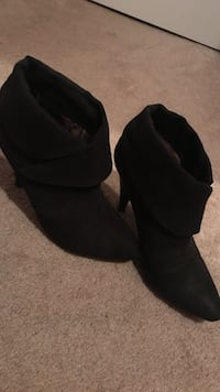 pair of black suede booties Damascus, 20872