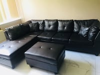 Sectional sofa with storage ottoman. Excellent condition null