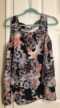 Women's black and white floral sleeveless top 7 km