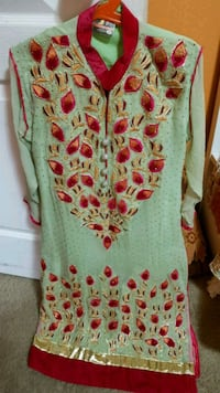 green and red floral scoop-neck dress Winnipeg, R3Y 1S3