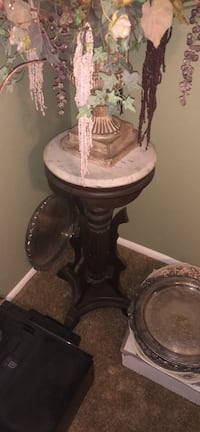round white and brown wooden pedestal wine table Oklahoma City, 73139