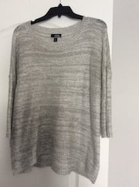 Woman's top size medium/large Laval, H7X 3R8