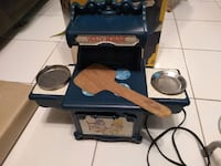 Vintage Holly Hobbie Old Fashioned Style Electric Bake Oven 1976 Coleco 7360  Excellent condition, comes with original box.  VIEW MY OTHER ADS!!! Toronto