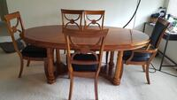Beautiful dining table aet Ramsey, 07446
