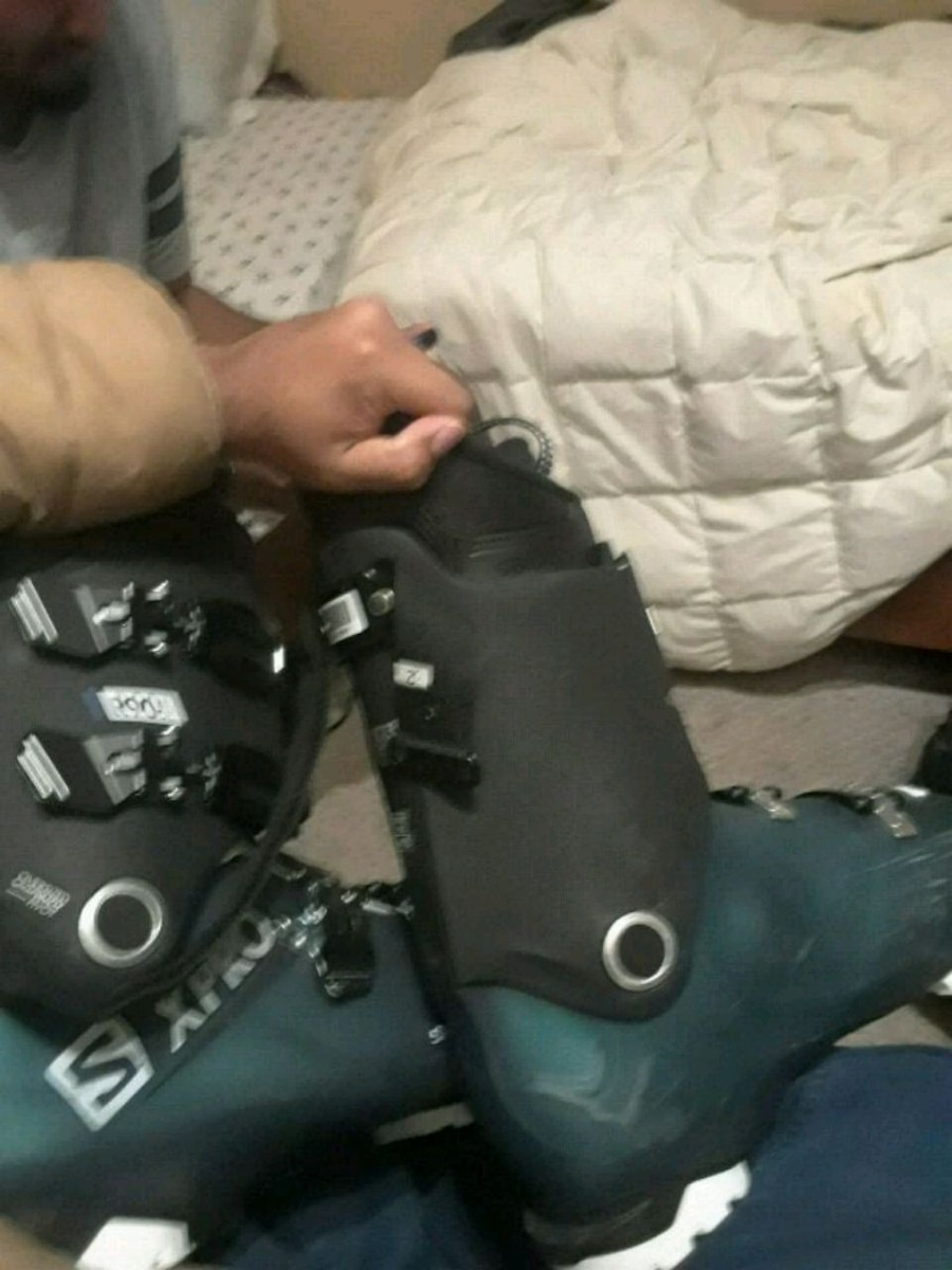 Photo Ski boots, new, used inly once. Going for cheap, bought for 75$