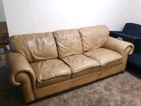 Leather couch  Omaha, 68127