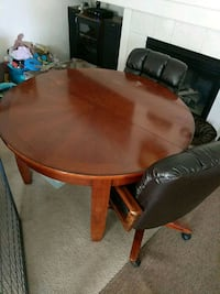 Dining table w/ 4 rolling chairs