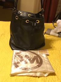 EUC authentic Michael Kors Black Bag  Pinson, 35126