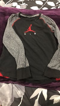 Black and red air jordan boys shirt size 7