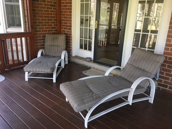 2 chaise lounge chairs with cushions e3c1e34f-77fa-42ac-9fa2-6c18b3ec41c9