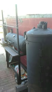 gray metal gas grill 43 km