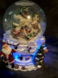 Spinning musical Santa Dome Vaughan, L6A