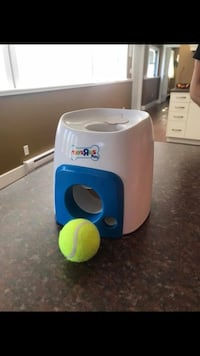 Automatic ball launcher and treat game for dogs  Nanaimo, V9T 3A4