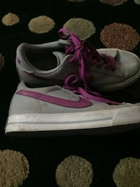 Nike sneakers size 6 1/2 Cocoa, 32926