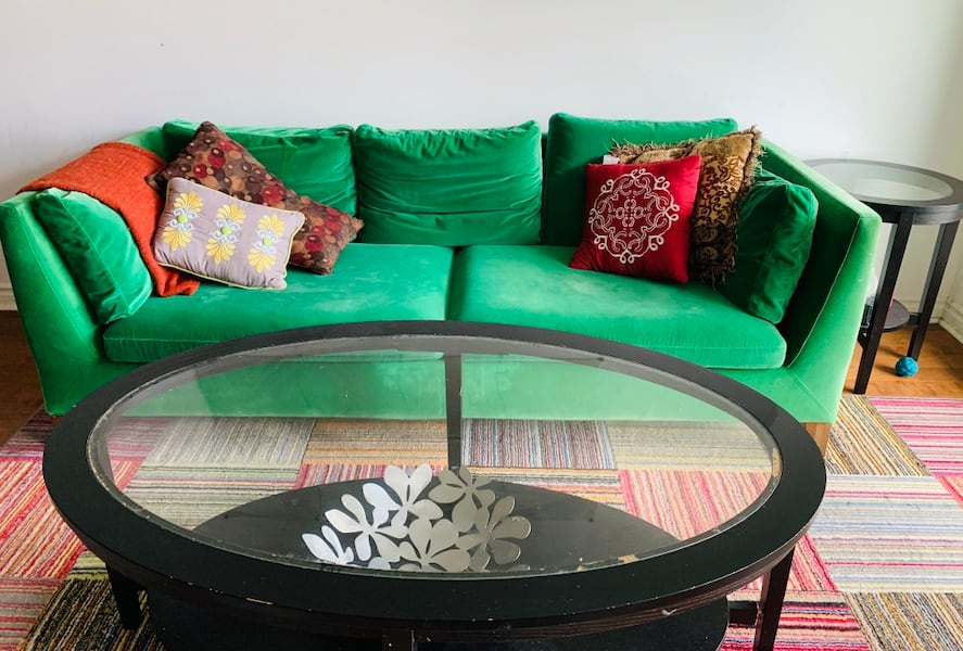 Sofa and Coffee Table 1838eafb-f181-4d8b-bede-5183517c2076