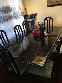 Dining table 9 piece good condition