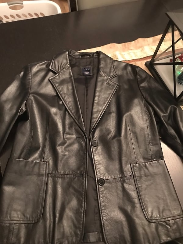 Women's black leather jacket- from the Gap size 1 bf9a4ed1-47f5-450e-9df8-947271b394fc