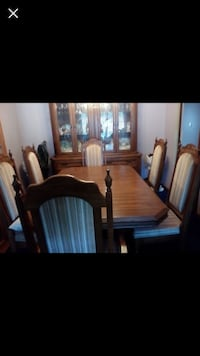 Dining room table & chairs & hutch  Brampton, L6Y 1B9