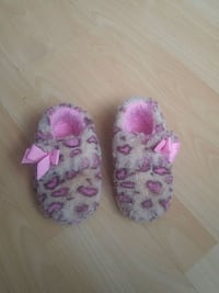 Toddler's indoor shoe size 7-8