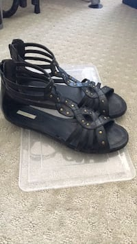 Black leather sandals size 7 Burnaby, V5C