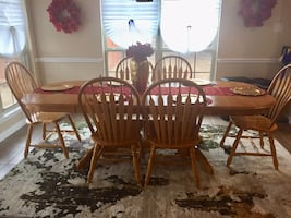Wooden table with 6 chairs. Cash only and must pick up