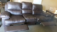 Brown leather 3-seeded couch with two reclining en Salem, 97304