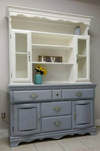 Gorgeous 2 piece hutch Collingwood