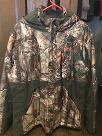 Camo under armour rain/snow jacket  Surrey, V3W 5Z7