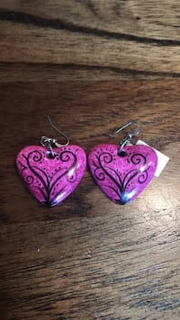NWT heart earrings