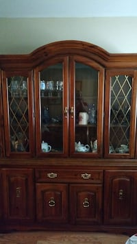 Broyhill lighted, china hutch