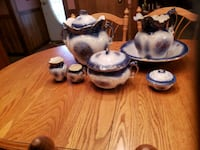 22 carat gold trimmed pottery set  Williamston, 48895