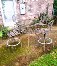 Patio stools and table Mobile