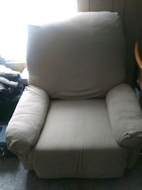 Brown leather recliner Columbia, 38401
