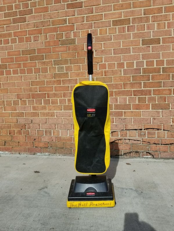Rubbermaid Commercial Vacuum Cleaner  f412eb2a-d1da-40d5-aa44-6f99a46a7617