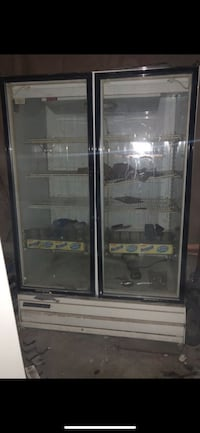 Black and gray commercial refrigerator 40 km