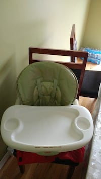 baby's white and green high chair Laval, H7L 5P3