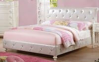 ACME Dorothy Full Padded Bed in Pearl White PU & Ivory Miami, 33130