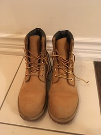 Pair of brown timberland shoes size 8 Toronto, M4A 0A3