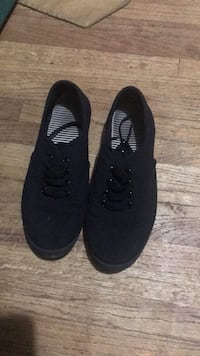 Pair of black low-top sneakers Toccoa, 30577