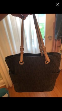 Michael Kors Purse Oakville, L6K 2A7