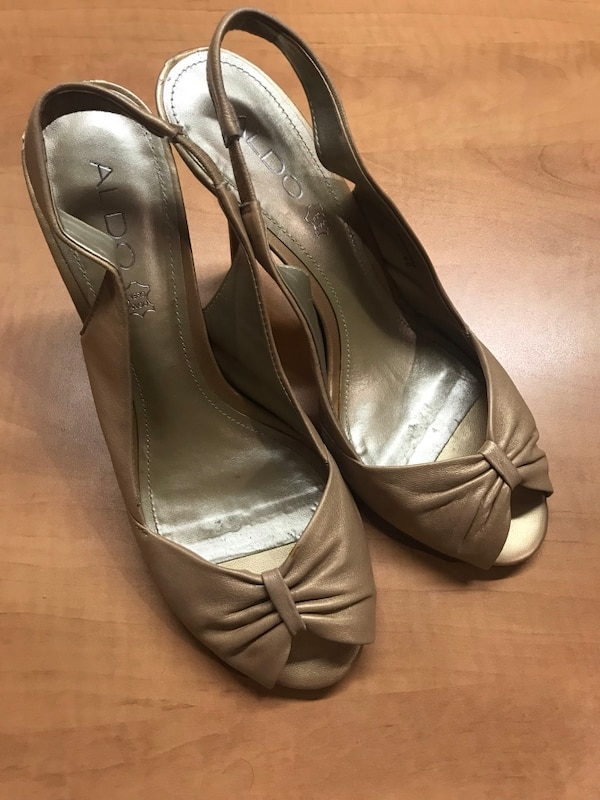 Woman's Shoes size 9 4
