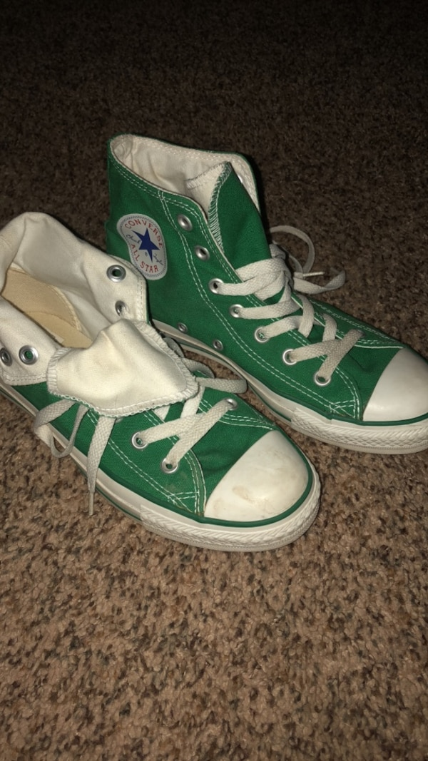 Green high top converse like new condition. Classic!