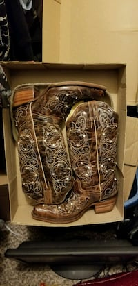 Selling brown leather j-toe cowboy boots and belt Houston, 77034